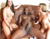 Sexo grupal e interracial com negro bem dotado