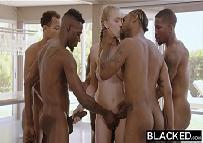 5 Negros super dotados e uma ninfomaníaca linda