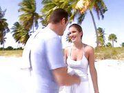 Casal faz sexo na praia